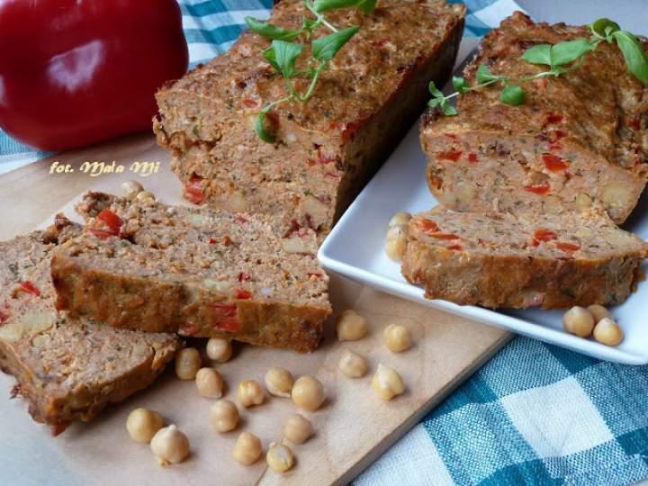 Pieczeń wieprzowo-wołowa z suszonymi pomidorami, papryką i cieciorką z puszki