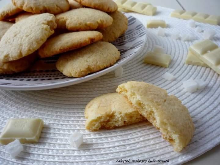 Ciasteczka kokosowe z wiórkami z białej czekolady.