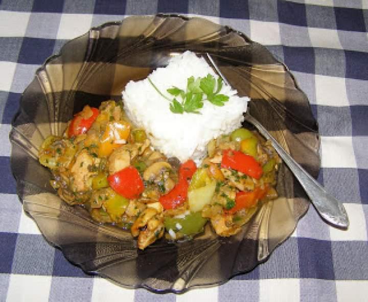 lekki obiad z ryżem i paprykarzem na piersi kurczaka…