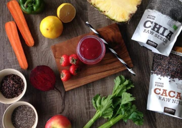 cytryna + ananas + jabłko + marchewka + seler + burak + paparyka + truskawki + chia + kakao
