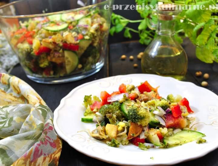 Sałatka z brokułem i pieczonymi ziemniakami