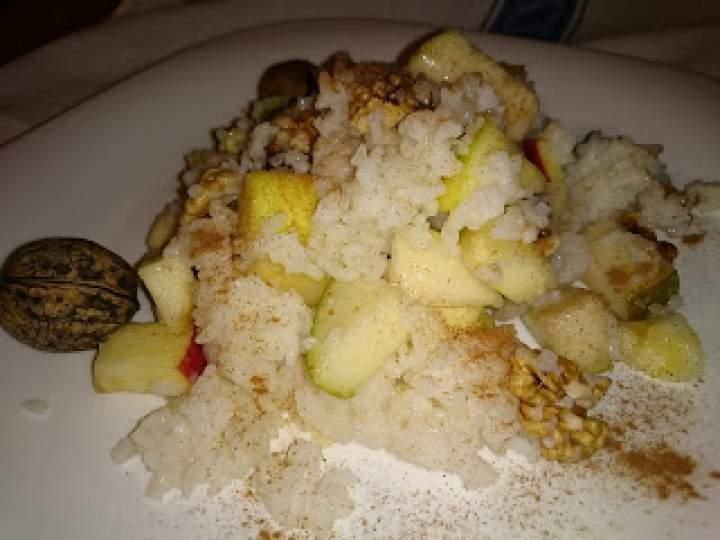 owocowy ryż z orzechami włoskimi