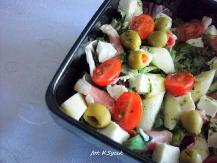 Sałatka z gruszką i fetą