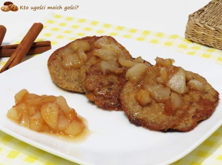 Placuszki z kaszy jaglanej z gruszkami