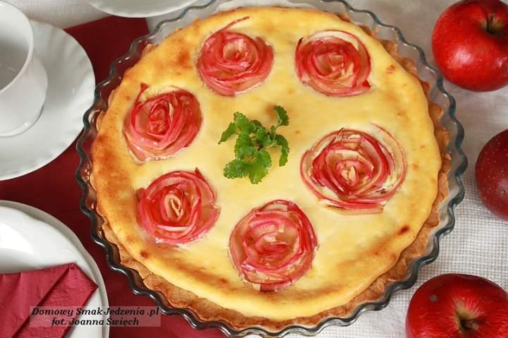 tarta serowa z różyczkami