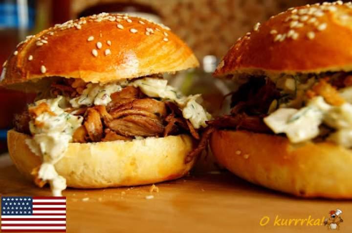 USA: Pulled pork burger (Burgery rwaną wieprzowiną)