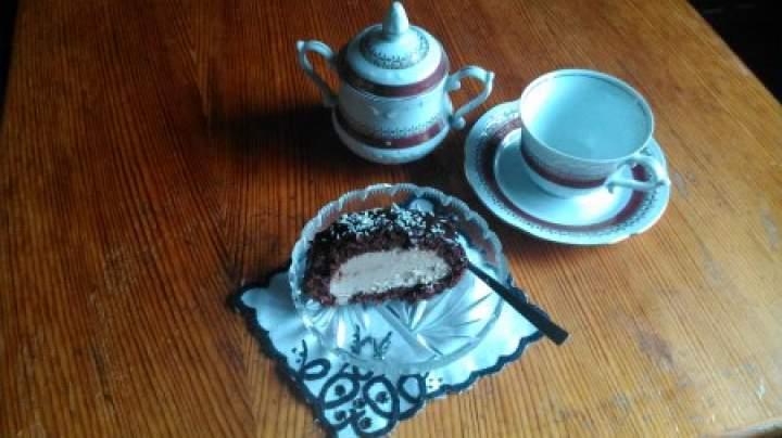 rolada kakaowa z kremem cappucciono