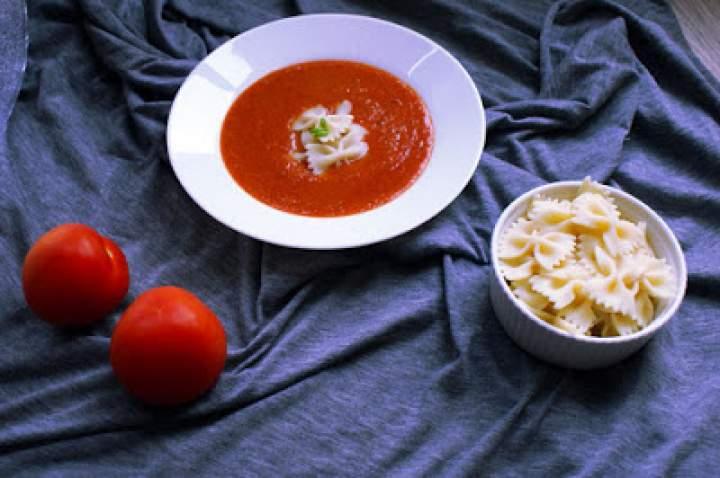 Pomidorowa zupa z soczewicy