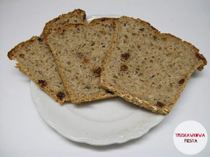 Chleb mieszany na drożdżach z kminkiem i rodzynkami