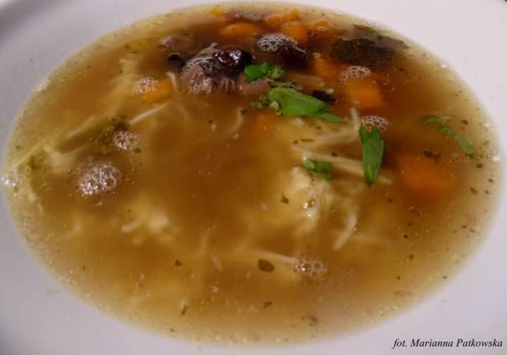 Rosół drobiowo-wołowy z gęsimi żołądkami