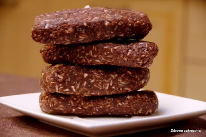 Najlepsze surowe czekoladowo-kokosowe batony ever.  Tylko 4 składniki!