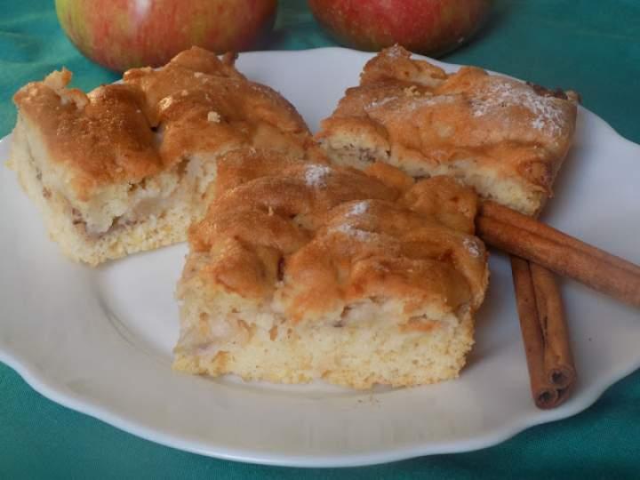 Ucierane ciasto z jabłkiem
