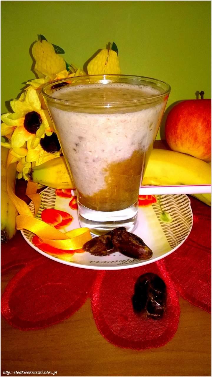 Daktylowo-kawowy koktajl z płatkami orkiszowymi. Na drugie śniadanie.