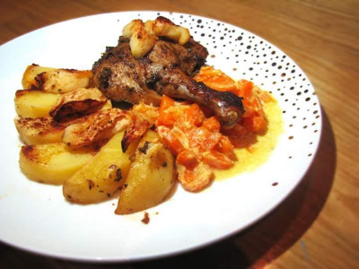 Kacze udka pieczone z ziemniakami, jabłkiem i majerankiem