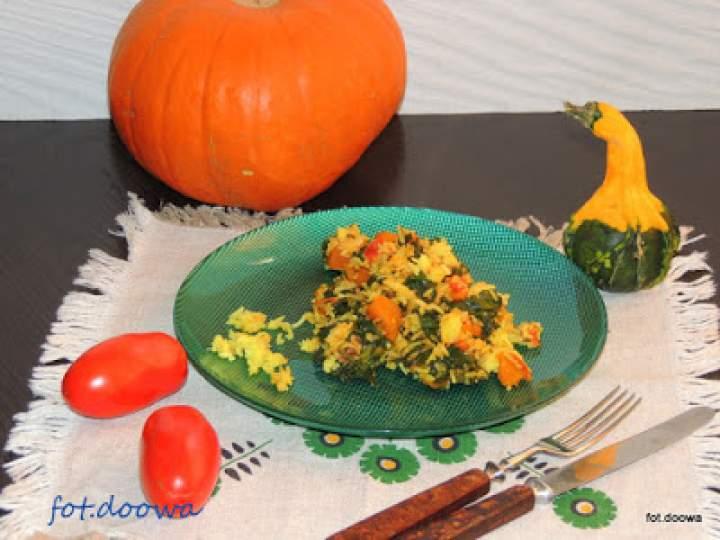 Jesienny pilaw z dynią, szpinakiem i grzybami