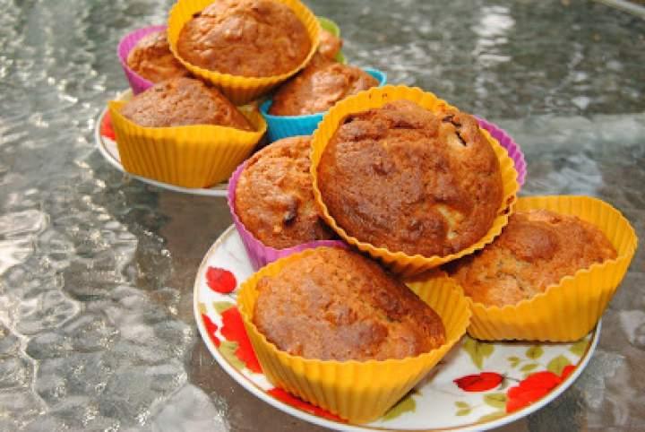 Muffinki z jabłkami i płatkami owsianymi