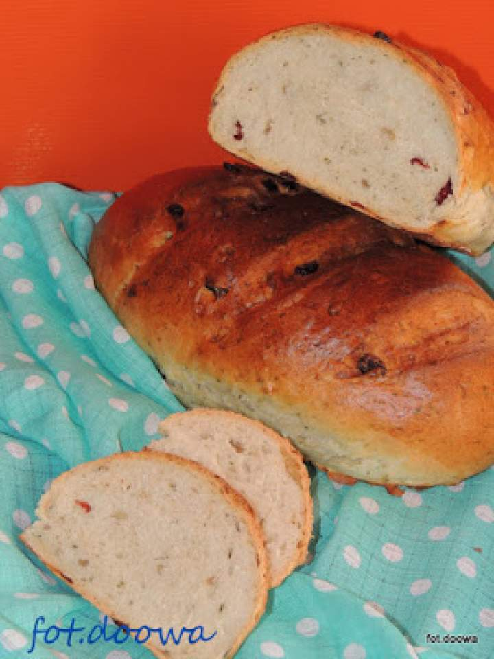 Chleb pszenny ze słonecznikiem, czosnkiem niedźwiedzim i żurawiną