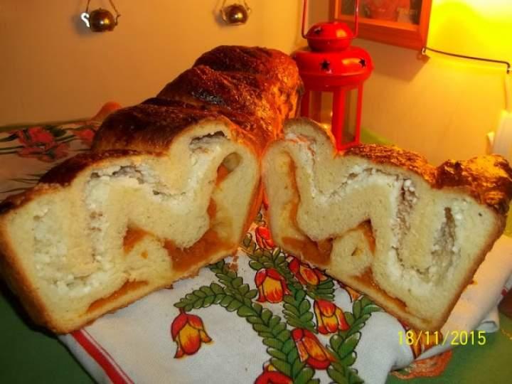 Drożdżówka z dżemikiem morelowym i serem
