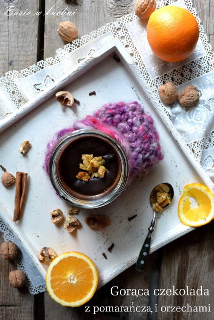 Gorąca czekolada z pomarańczą i karmelizowanymi orzechami – Terravita