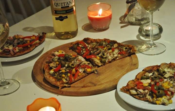 Pełnoziarnista klasyczna pizza z szynką