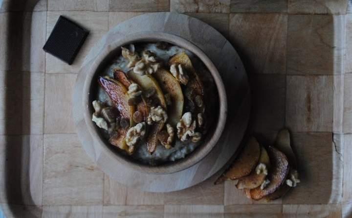 811. Waniliowo- kokosowa owsianka z karmelizowaną pigwą