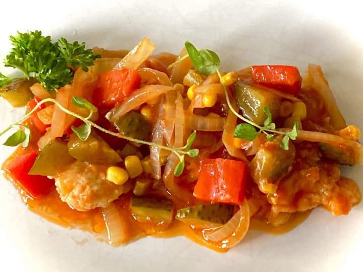 Świąteczna ryba w warzywach