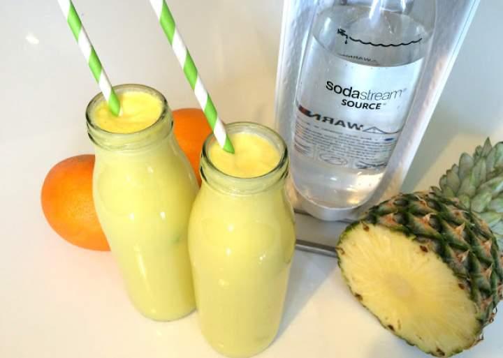 ananas + mleko kokosowe + pomarańcza + woda gazowa