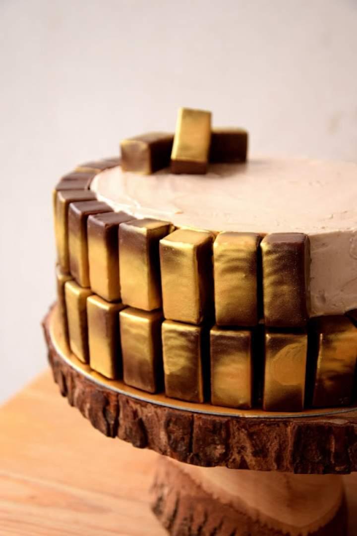 Złoty tort czekoladowy