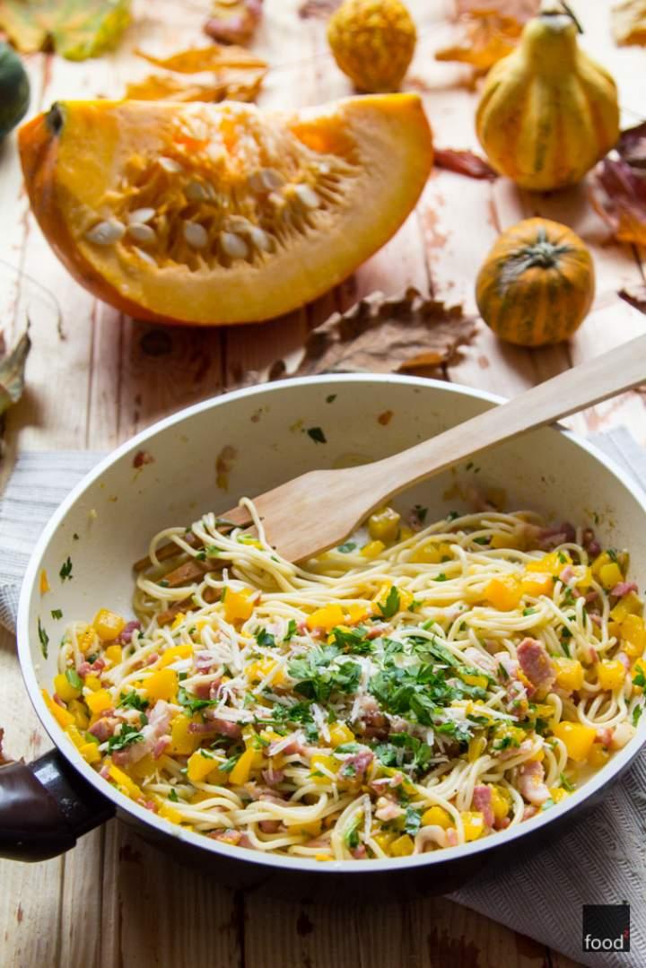 Spaghetti alla carbonara w dyniowej odsłonie