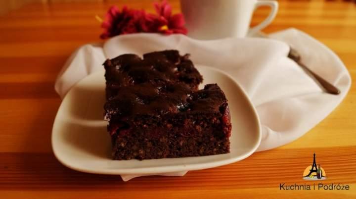 Brownie z kaszy jaglanej z wiśniami