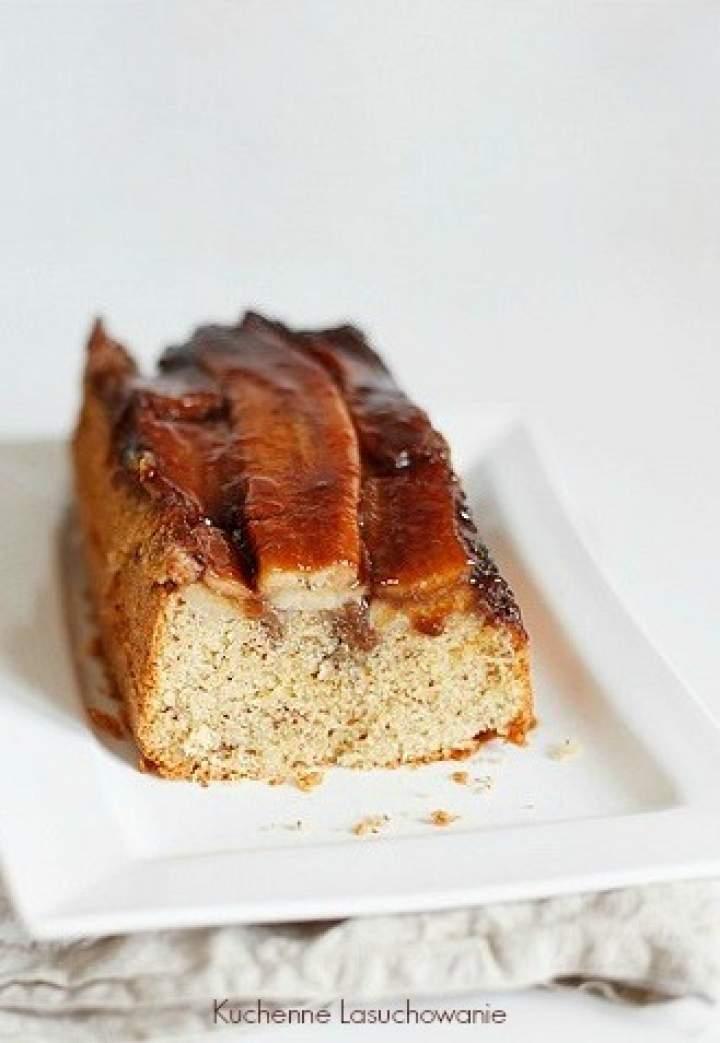 Odwrócone ciasto z karmelizowanymi bananami