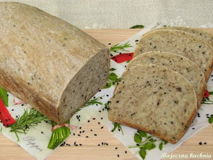 Jasny chleb z czarnuszką na zakwasie