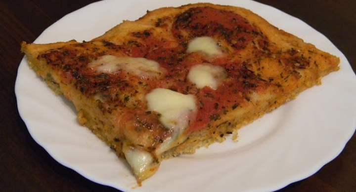 Włoska pizza Margherita – przepis podstawowy (bezglutenowa)