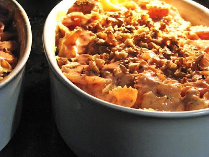 Zapiekanka makaronowa w jogurtowo – pomidorowym sosie