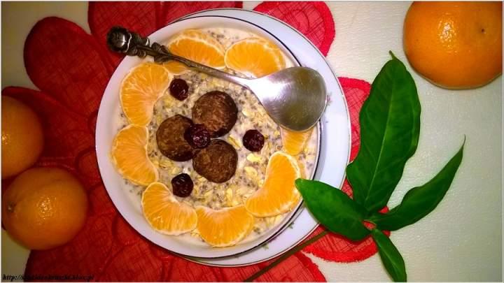 Piernikowa owsianka chia z Rawnello. Aromatyczne śniadanie ze zdrową słodyczą.