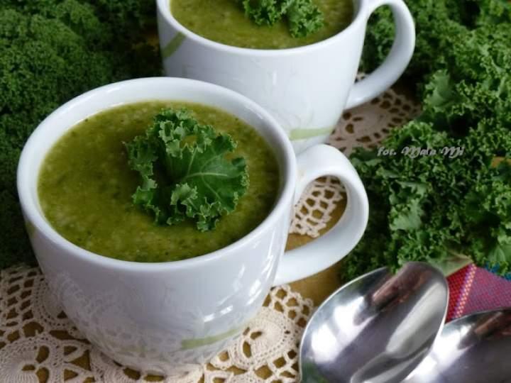 Zupa-krem z jarmużu z ziemniakami, brokułem i kuskusem