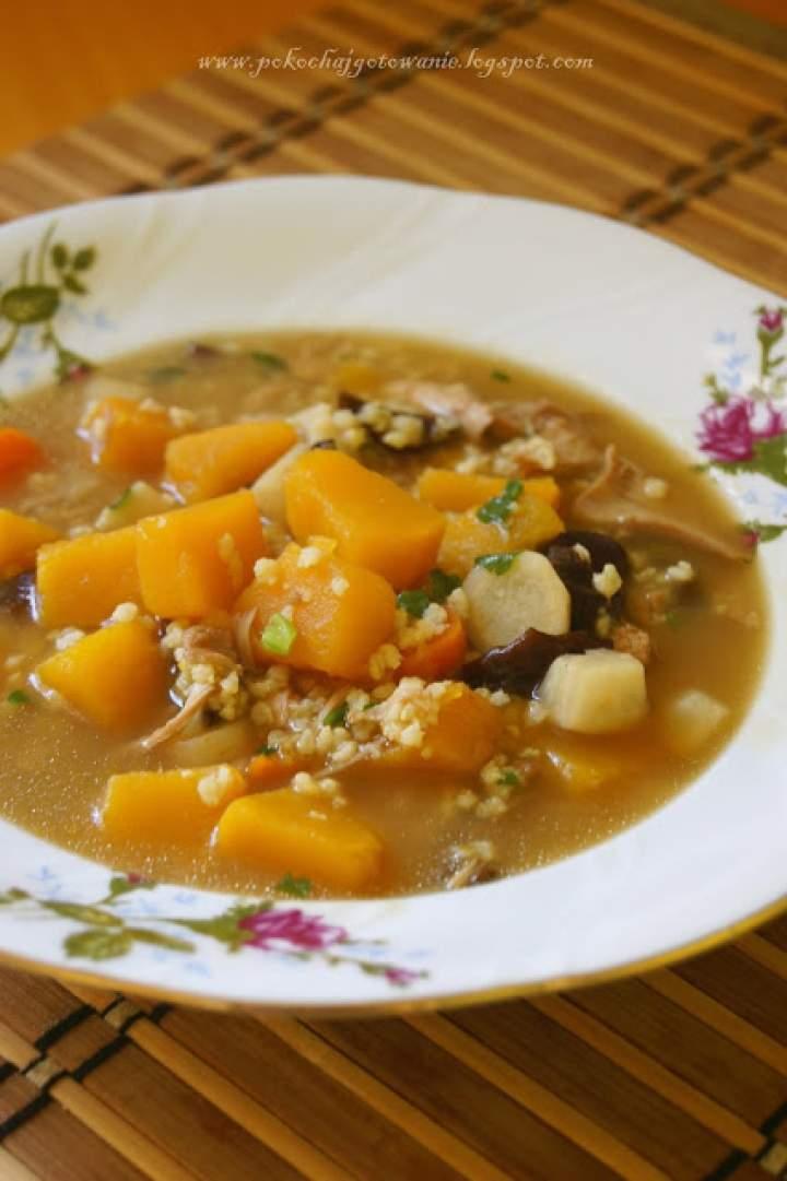 Zupa dyniowa z kaszą i grzybami