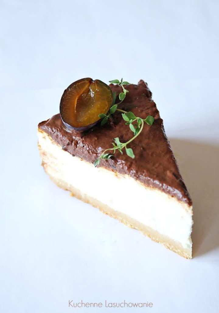 Lekki sernik z cynamonem, powidłami i czekoladą
