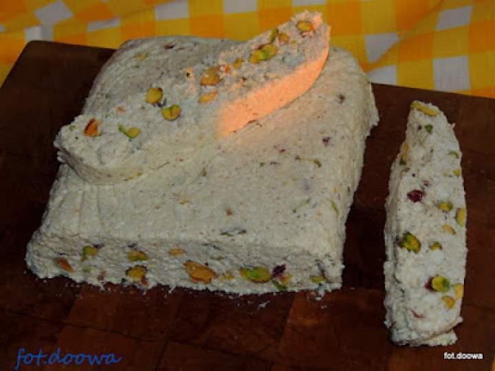 Blok twarogowo – pistacjowy z pastą sezamową