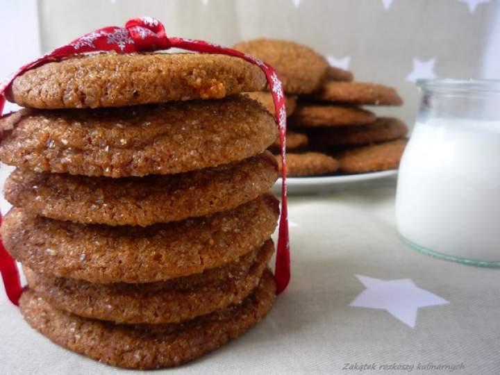 Aromatyczne ciastka korzenne dla Świętego Mikołaja.