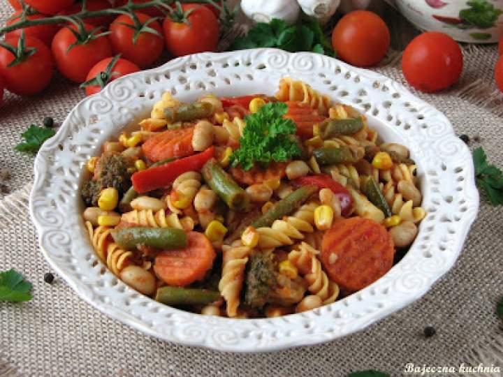 Gulasz warzywny z makaronem