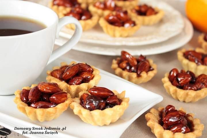 babeczki z karmelizowanymi orzechami