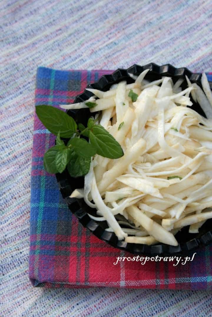 Surówka z gruszką i selerem