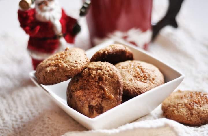 Owsiane ciasteczka korzenne z karmelem