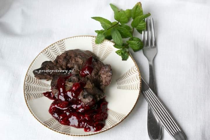 Wątróbka z sosem wiśniowym