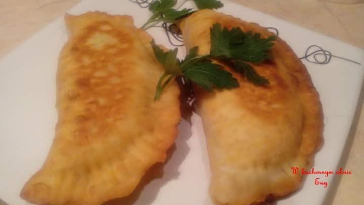 Danie kuchni gruzińskiej -Czebureki z mięsem