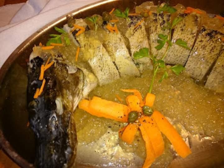 szczupak faszerowany drobną rybką