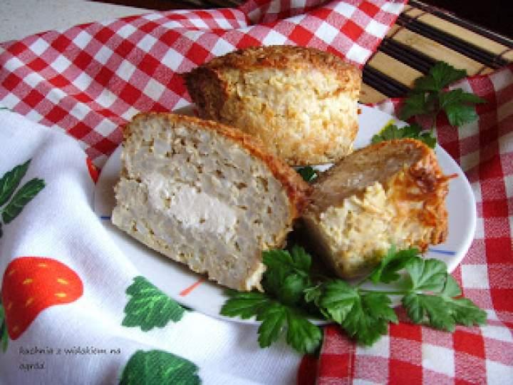 Muffinki mięsno – ryżowe z fetą zapiekane w kokilkach. Fajna przekąska lub obiad.