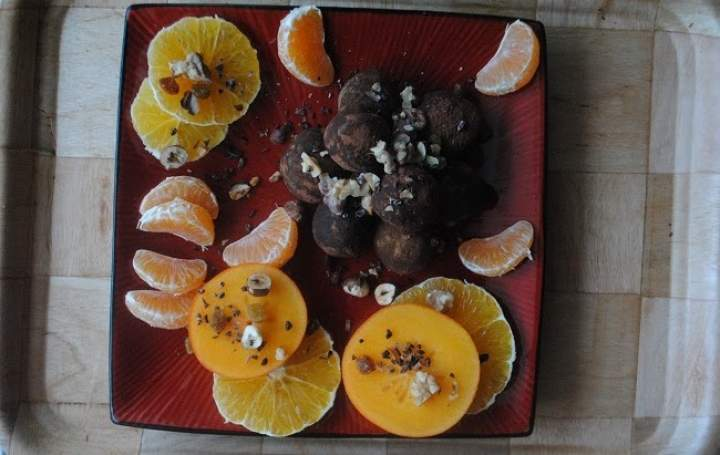 818. Piernikowo- pomarańczowe trufle z ciecierzycy w kakao i karobie