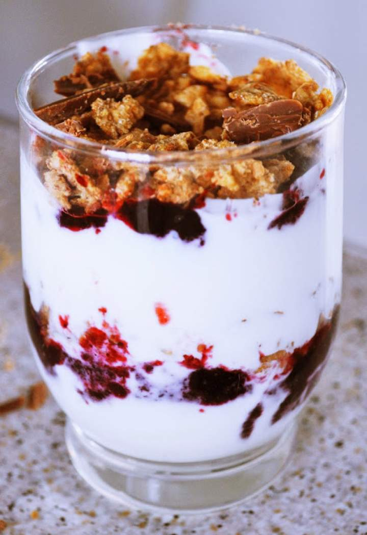 Zdrowe śniadanie – jogurtowe niebo w gębie